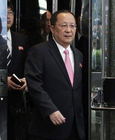 北韓外長李容浩25日在紐約,準備走向麥克風。李容浩其後表示,美國總統川普已向北韓...