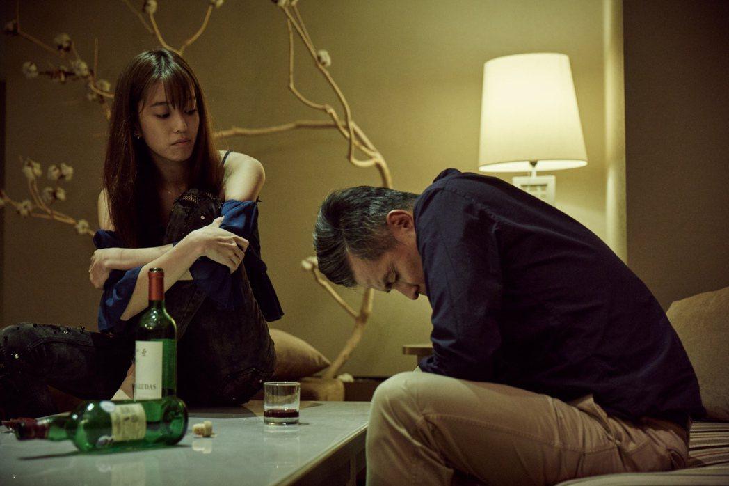陳庭妮(左)與李銘順在「告別」中拍戲氛圍凝重。圖/公視提供