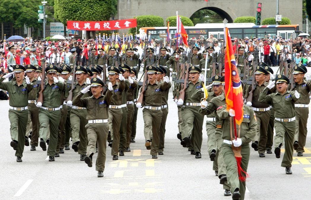 退伍軍人踢正步 雙十節下午國父紀念館再現