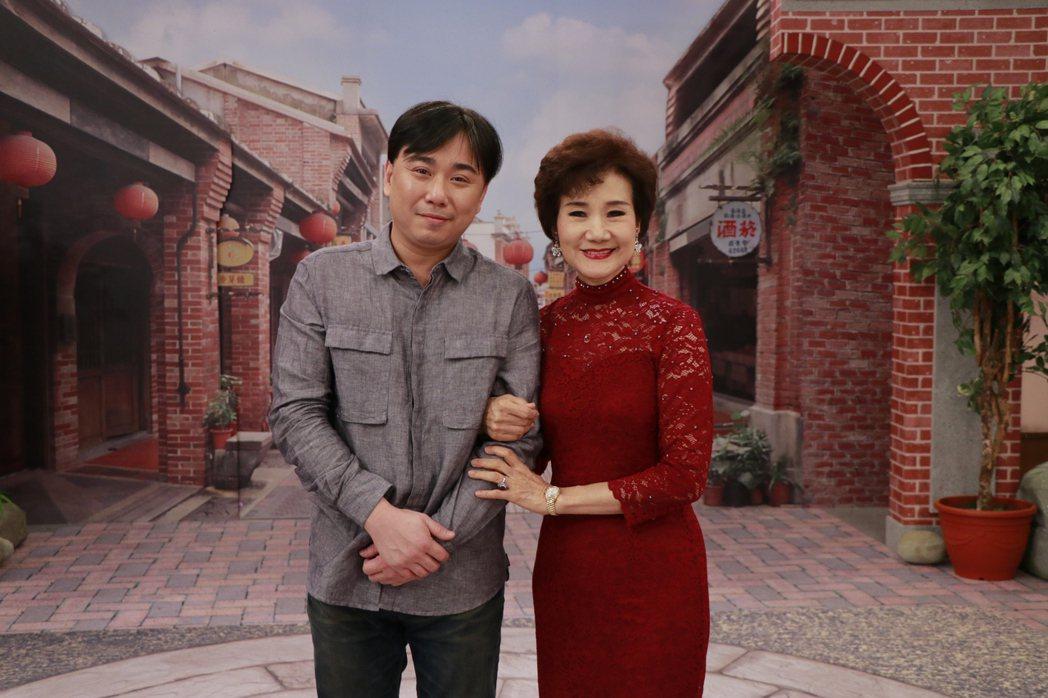 小彬彬(左)和吳靜嫻一起錄影。圖/中視提供