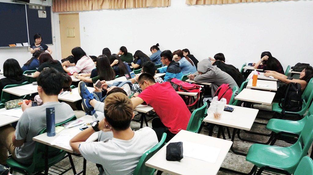 課堂師生互動率低。 業者/提供。