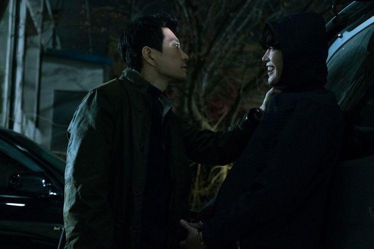 (左)金明民與(右)李鍾碩在《V.I.P.》中有激烈對手戲。圖/車庫娛樂提供