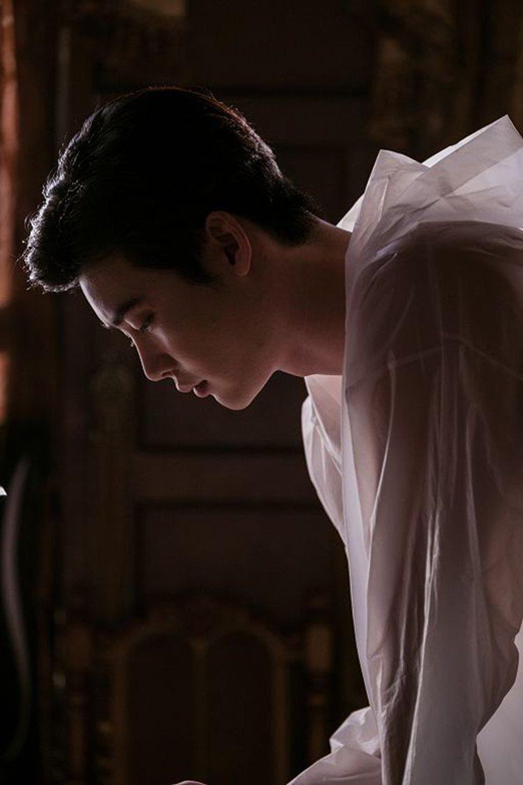 李鍾碩在《V.I.P.》大展嗜血殺人魔演技。圖/車庫娛樂提供