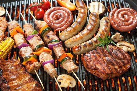 ▲中秋節後因拉肚子就醫的人數明顯飆高,烤肉務必要烤熟。 圖/大幸藥品 提供