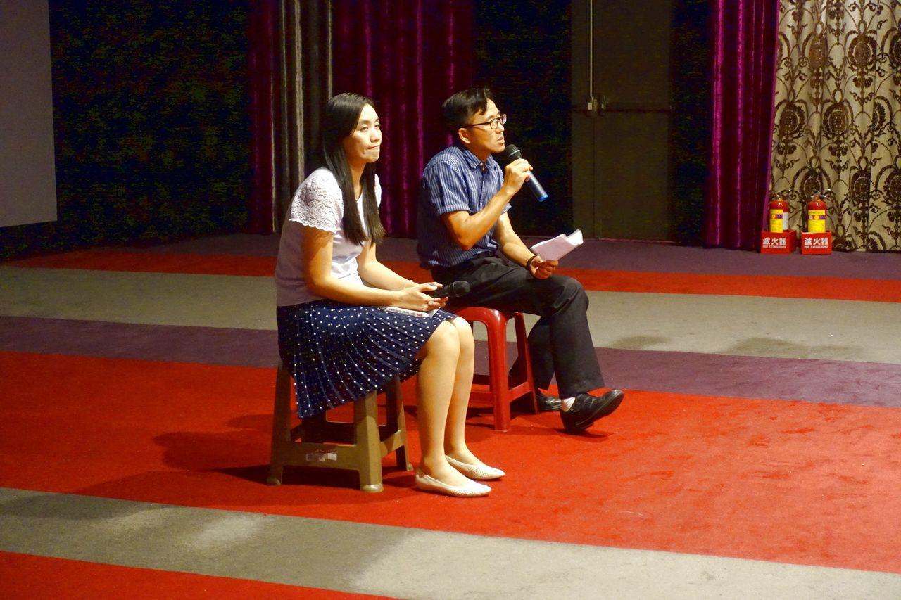 惠文高中圖書館主任蔡淇華(圖右),與丹鳳高中圖書館主任宋怡慧(圖左)兩人進行映後...