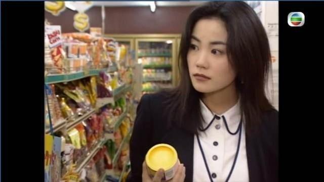 港劇「壹號皇庭」劇中驚現只有24歲的王菲。圖/摘自微博