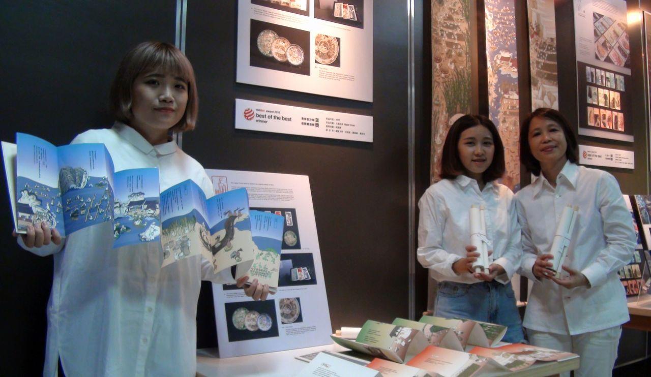 「上游社會」作品,在一張圖畫中呈現食材到食物的歷程,頗具穿越時空的趣味。記者王昭...