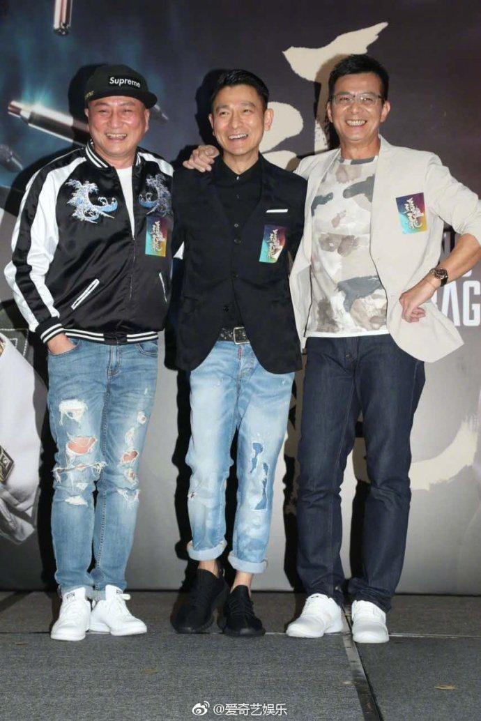左起:湯鎮業、劉德華、黃日華,難得在「追龍」同台演出。圖/摘自微博