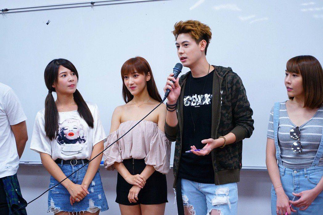 謝京穎(左起)、夏宇禾、Teddy、楊恩緹為主演「實習醫師鬥格」前進校園宣傳。圖...