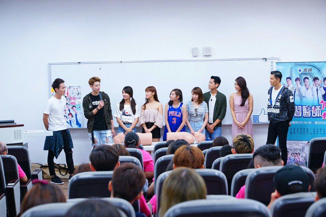 「實習醫師鬥格」劇組演員張捷(左起)、Teddy、謝京穎、夏宇禾、林玉書、楊恩緹...