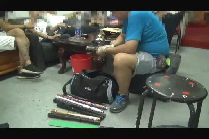 黃等人被警方查獲,起出多種犯案工具。記者林孟潔/翻攝