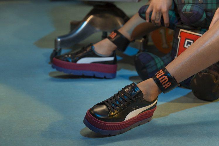 PUMA X FENTY Ankle Strap Sneaker Wns 6,3...