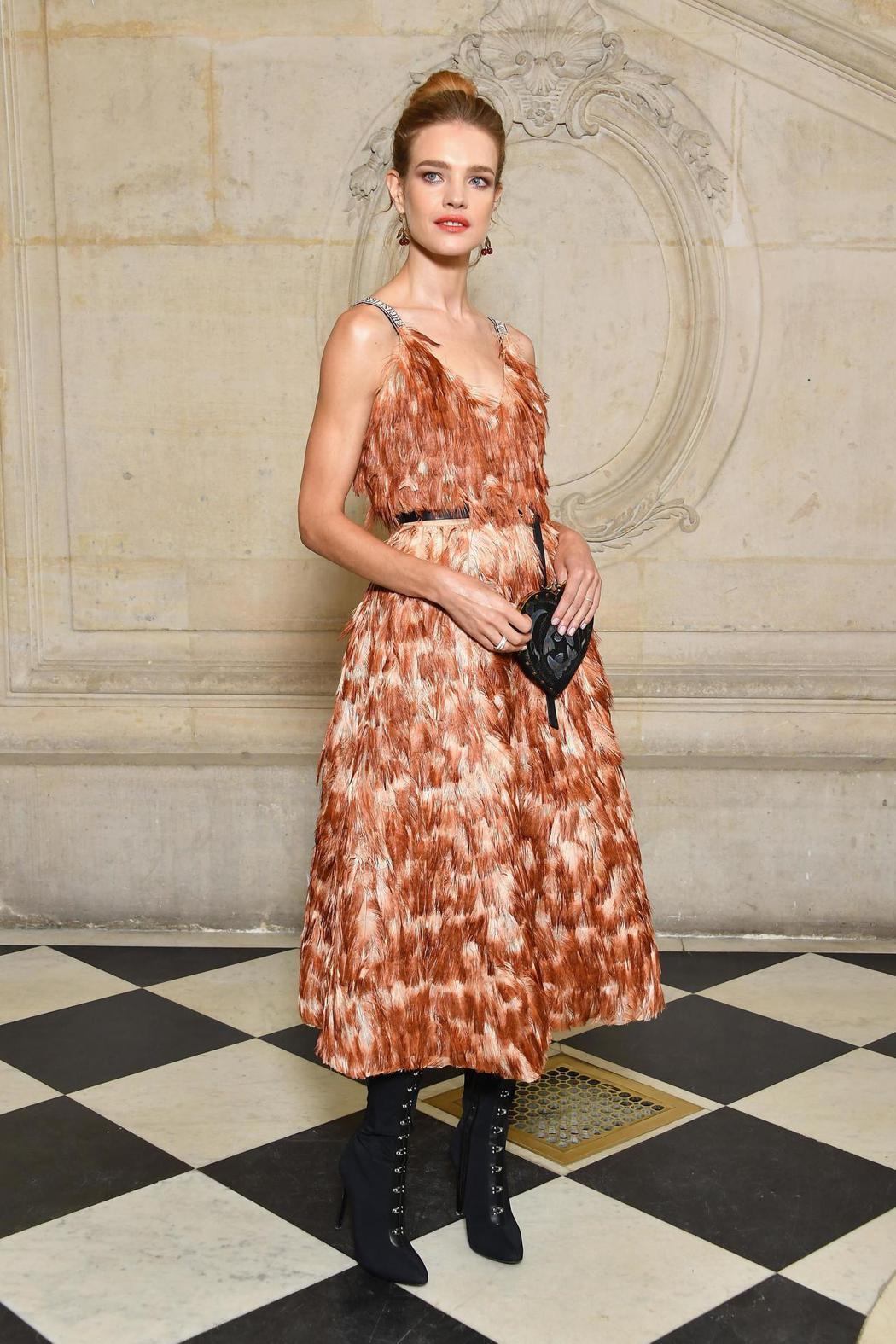 LVMH集團準媳婦、超模Natalia Vodianova出席Dior春夏時裝秀...