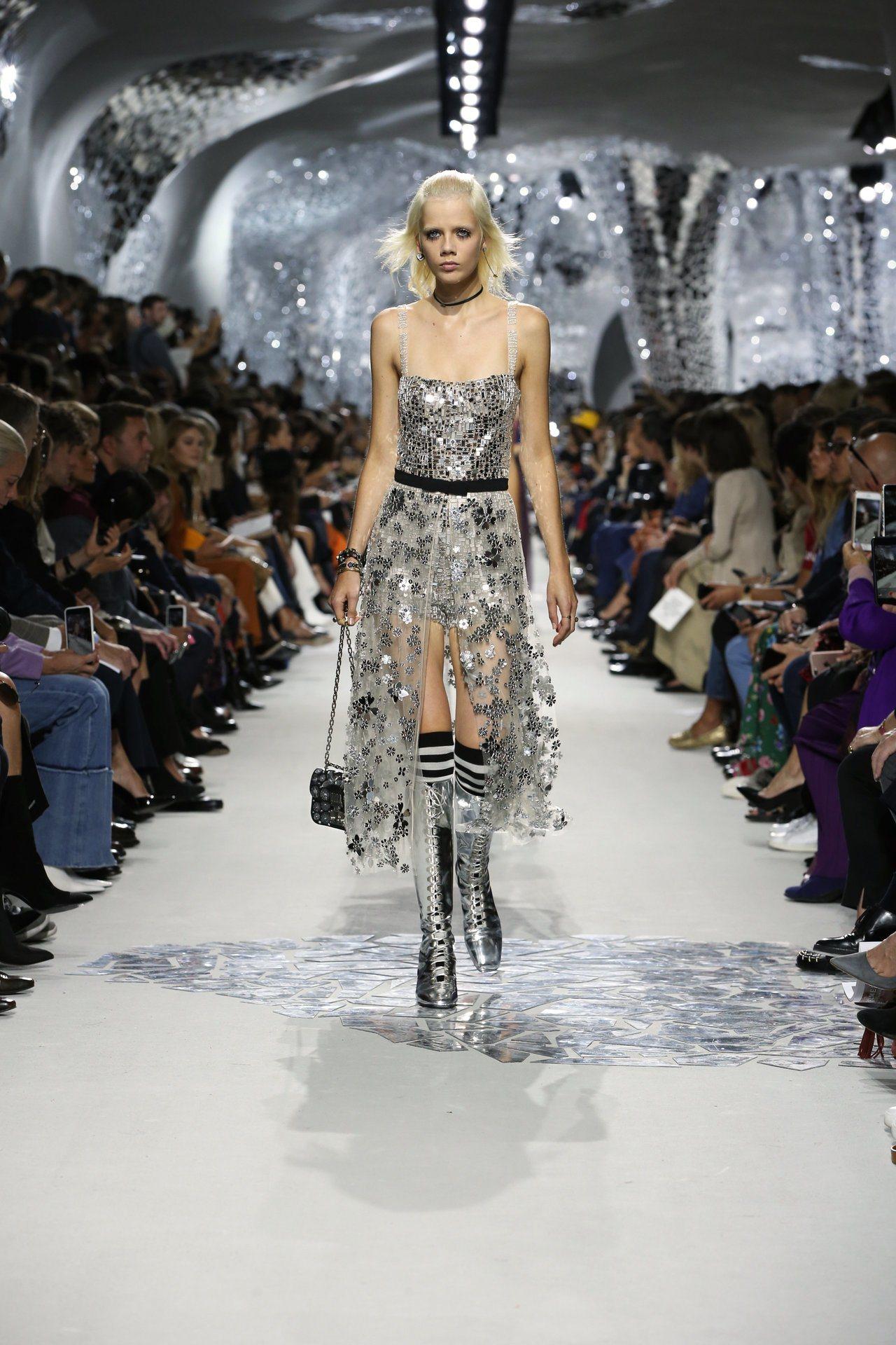 Dior 2018春夏女裝展現女性主義,向60年代女性藝術家擷取靈感。圖/迪奧提...