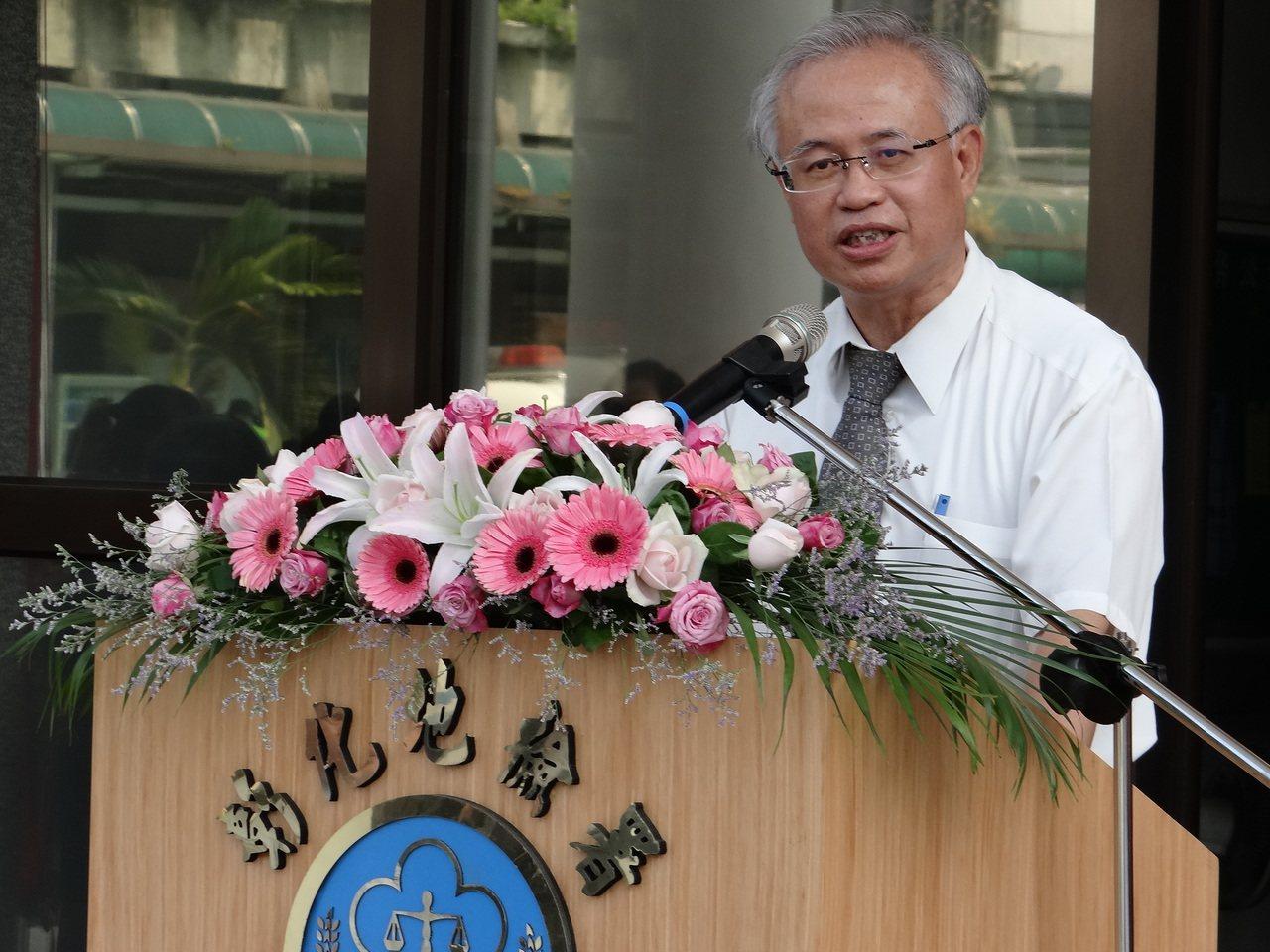 法務部政務次長張斗輝今天在彰化地檢署說法務部明年會增加法警人力。記者何炯榮/攝影