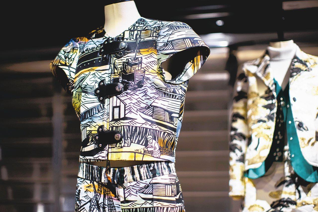 取材自漁夫的日式紋樣、武士服裝的釦飾,打造個性獨具的女裝。 圖/LV提供
