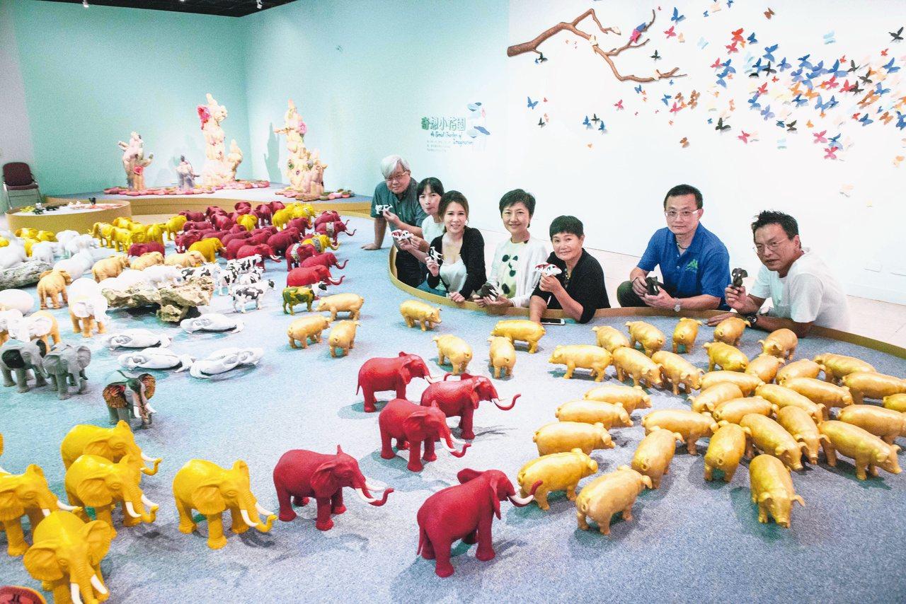 藝術家盧明德的作品「生態烏托邦」,在這裡大象和青蛙、螃蟹一樣大,他想創造一個沒有...