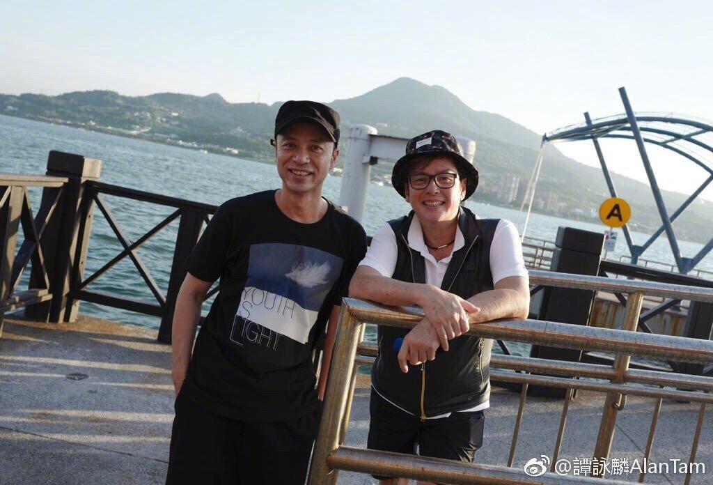 譚詠麟、李克勤一起到台灣進行私人小旅行。圖/摘自微博