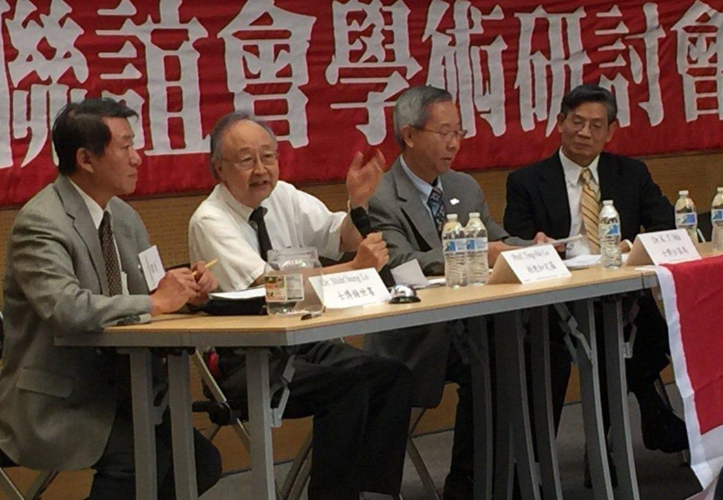 AI的契機論壇講員,左起 :婁世鐘、羅定和、馬客台、劉耀經。 特派員許惠敏/攝影