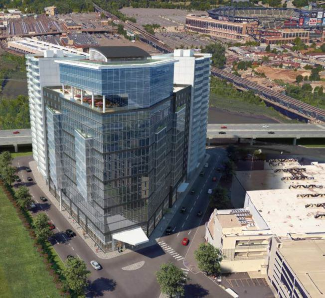 新建案帶旺周邊地產,尤其一旁的黃金三角地,十年內約升幅高達155%,圖為富盛廣場...