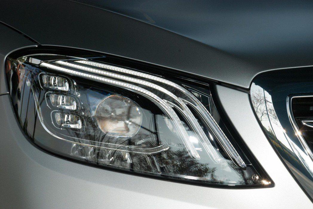 新Mercedes-Benz S-Class頭燈。記者林昱丞/攝影
