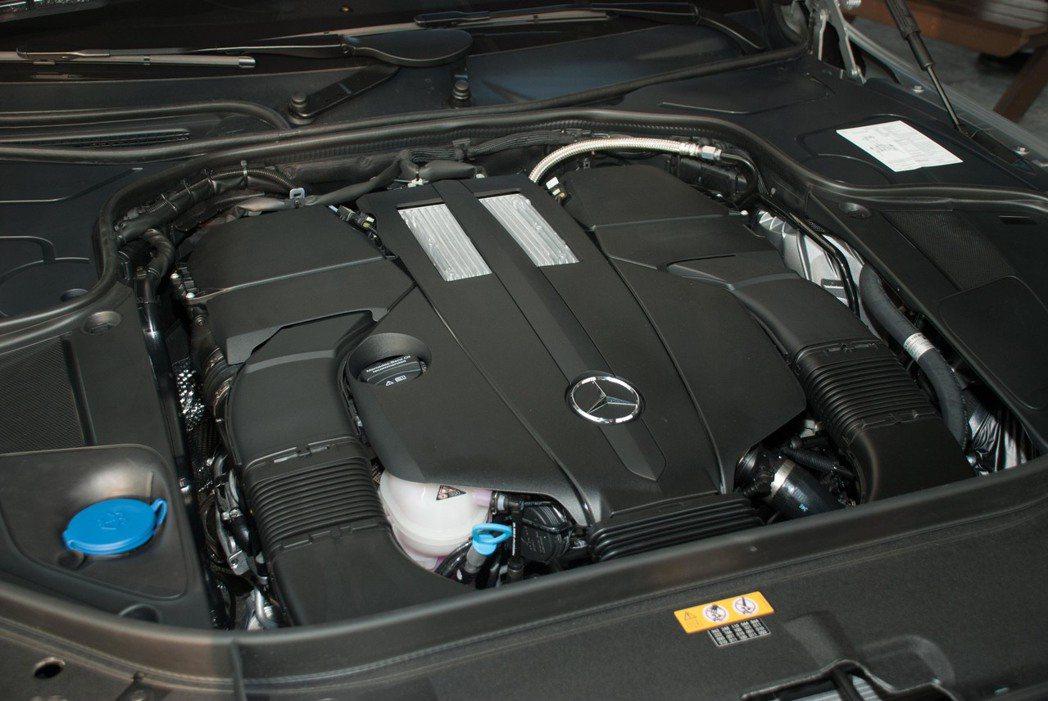S450 L搭載3.0升V6渦輪增壓汽油引擎。記者林昱丞/攝影