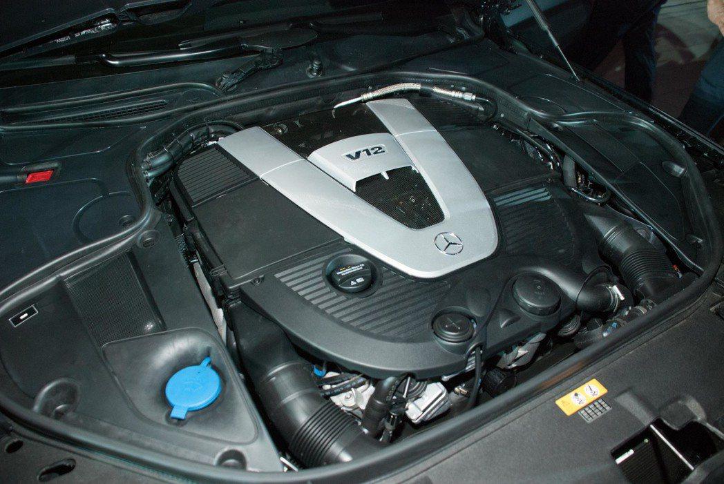 與AMG 65家族相同的V12汽缸動力系統,最大馬力高達630hp。記者林昱丞/...