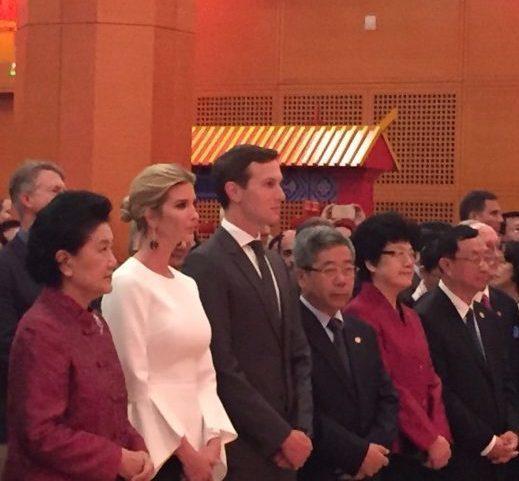 中國駐美大使館舉行國慶招待會,在美訪問的中國國務院副總理劉延東(左一)與川普總統...