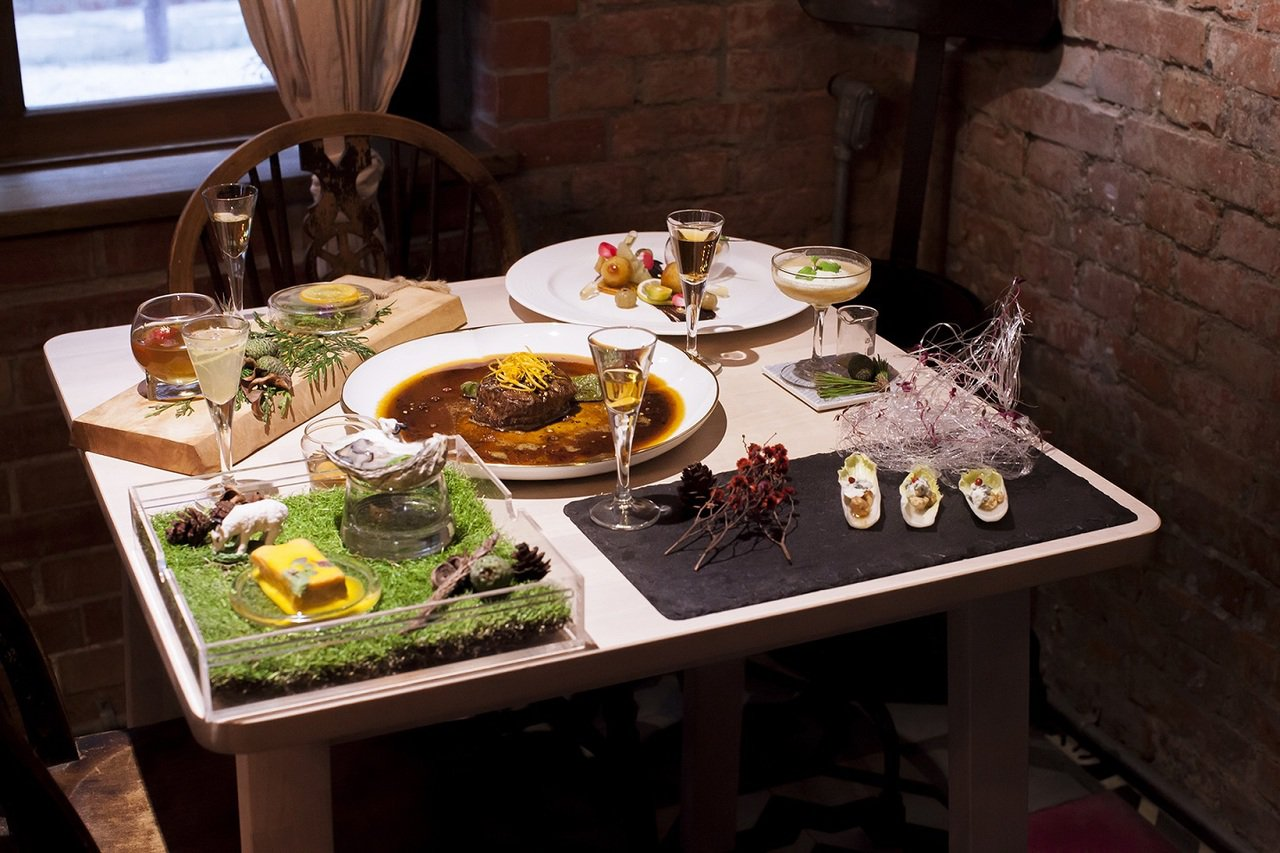 抽象的文字語境,透過威士忌與菜色的搭配被具象化了。 圖/好樣VVG提供