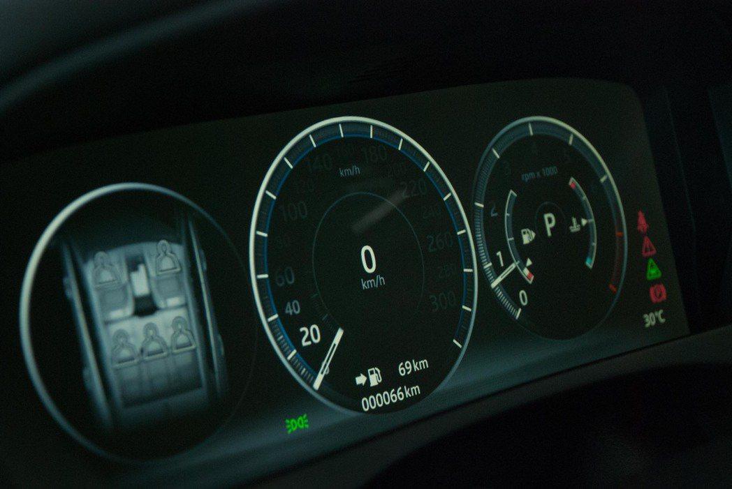 R-Sport等級以上使用12.3吋全數位儀表板。記者林昱丞/攝影