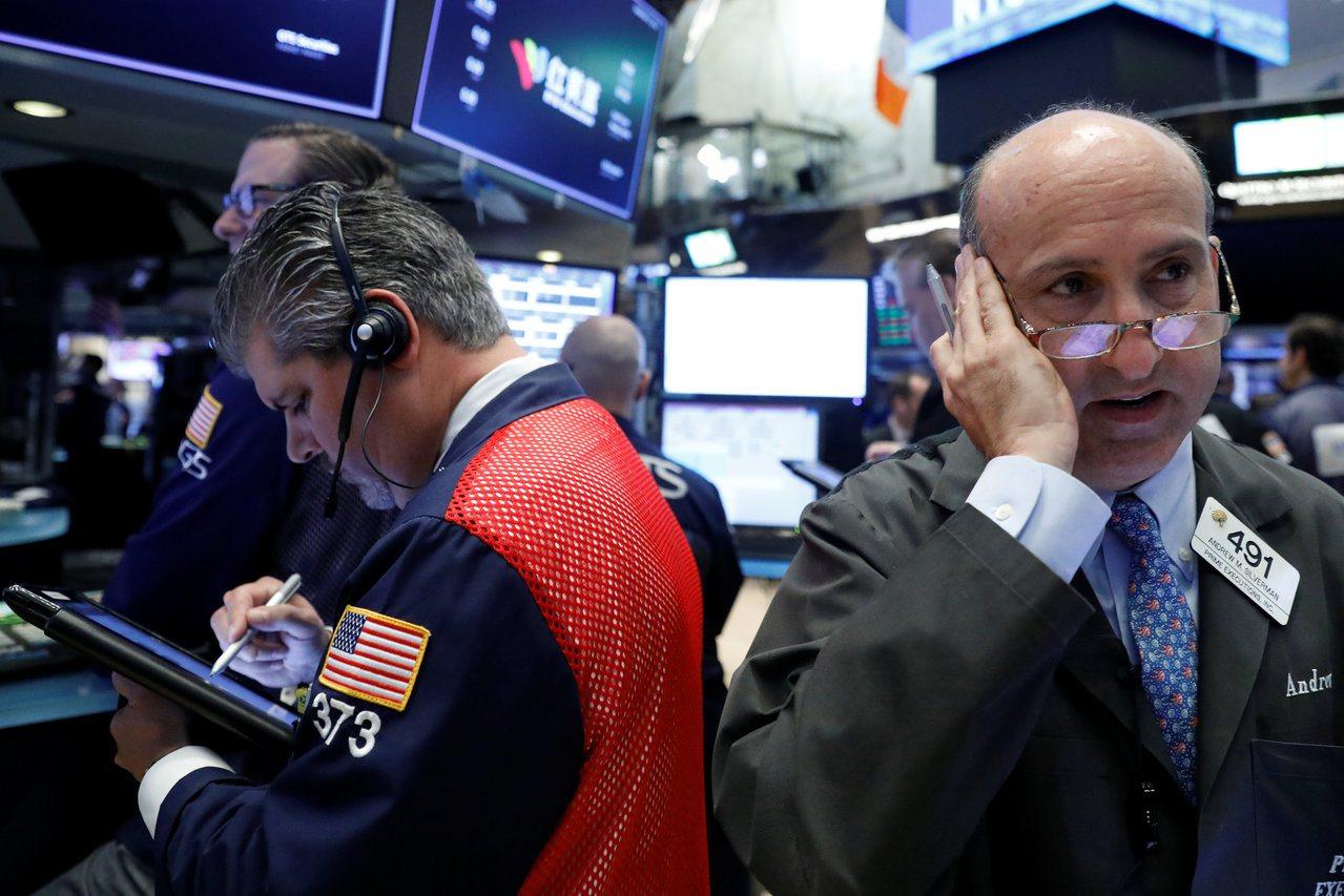 金融股、小型股帶動美股大漲,市場預期升息帶動金融股,稅改利多帶動小型股和科技股。...