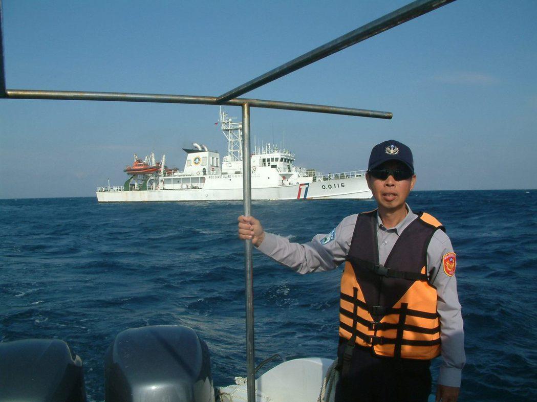 海洋國家公園管理處澎湖南方四島警察小隊長蕭再泉強力執法,卻被長官、海管處視為頭痛...