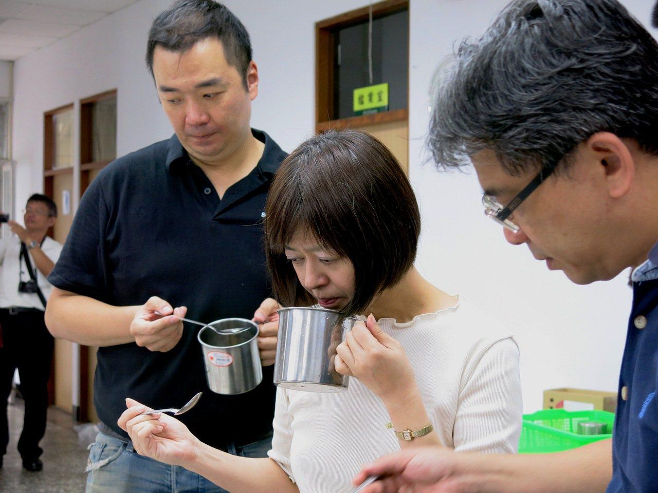 今年日月潭紅茶評鑑改變評審團組成方式,帶入市場新觀念。記者黑中亮/攝影