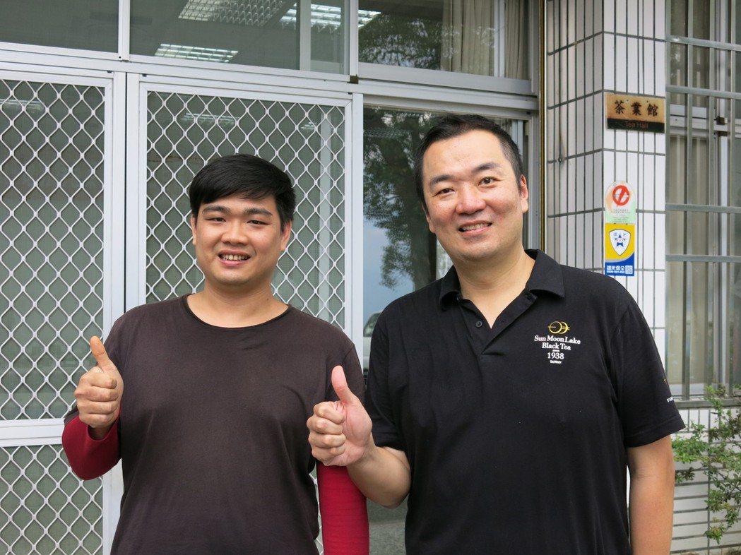 魚池莊記茶葉29歲製茶師莊鎔璞(左),今年一口氣包辦特等、頭等及金質、優質獎共3...