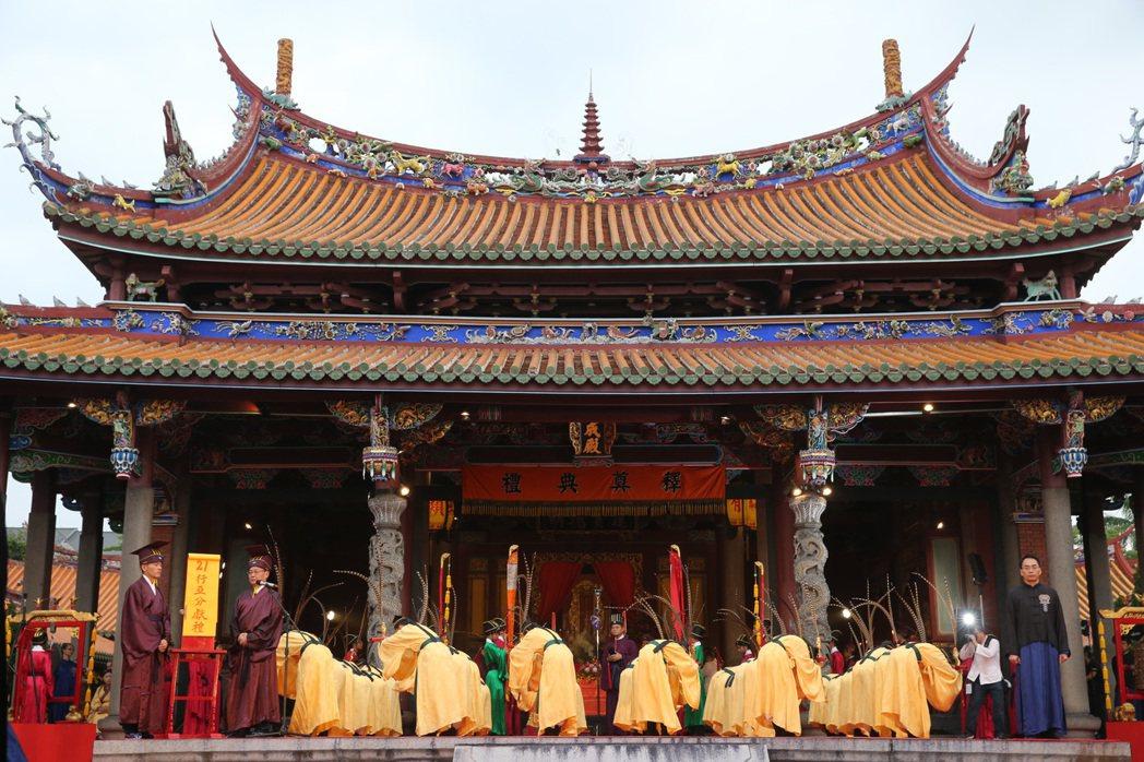 台北市孔廟今天凌晨六時許開始舉行祭孔大典。記者鄭清元/攝影