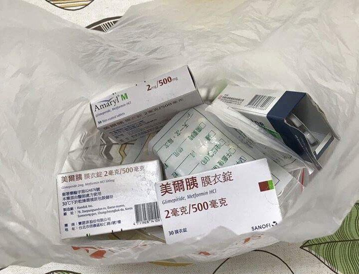尤姓男子涉嫌提領詐款時,提著1袋藥物,掩人耳目。記者林保光/翻攝