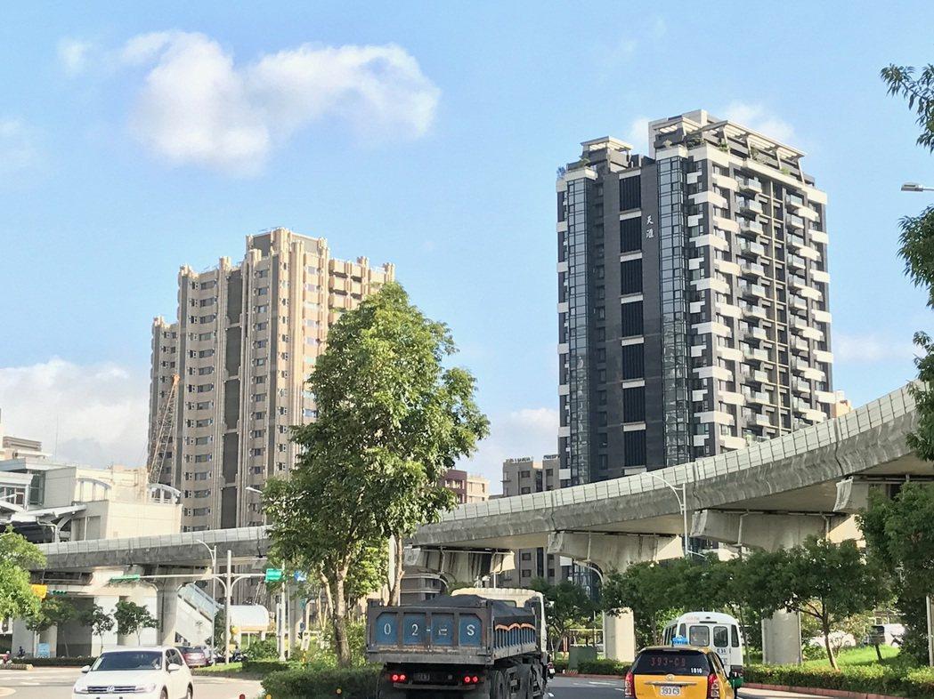 市調顯示,現階段在北市買新成屋省較大,相較預售屋,平均一坪可省14萬元。記者游智...