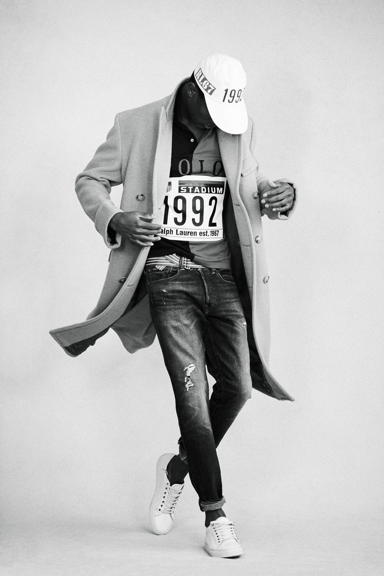 大衣外套和Polo衫的穿搭方式,帥氣而有新鮮感。圖/Ralph Lauren提供