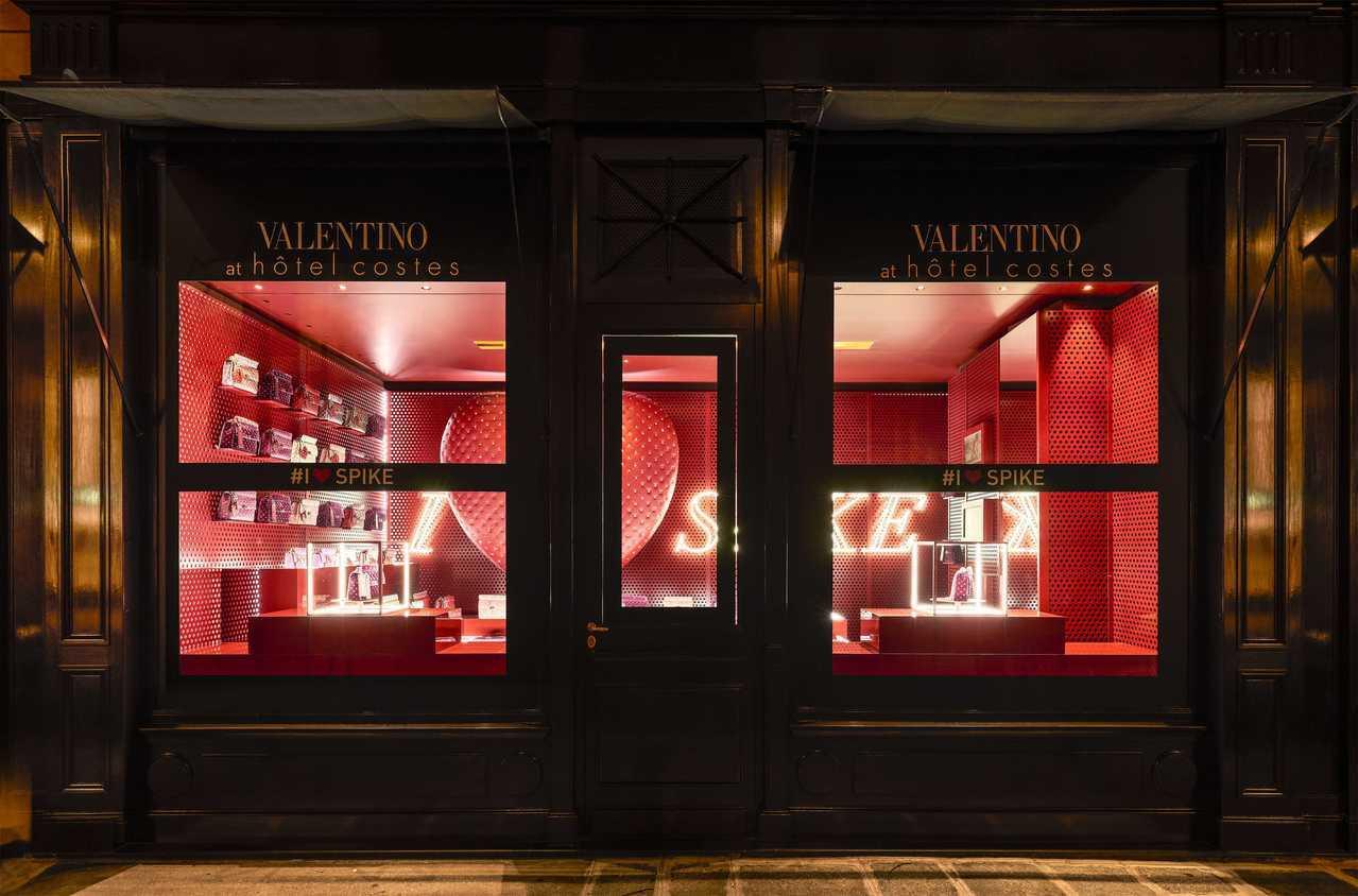 Valentino近日在巴黎開設「I LOVE SPIKE」Hotel Cost...