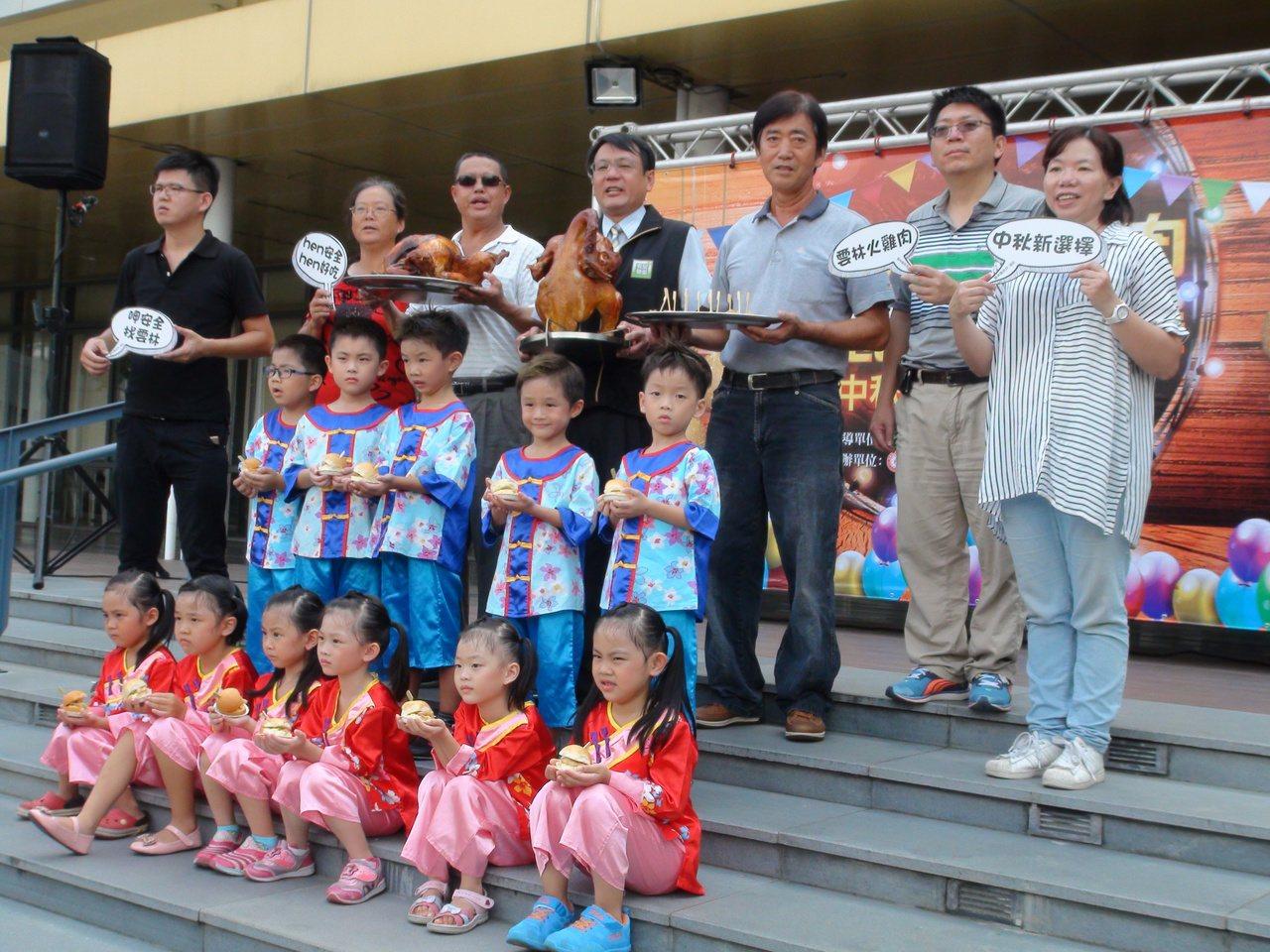 中秋節即將來到,雲林縣政府與中華民國養火雞協會今天舉辦火雞肉行銷推廣活動,鼓勵民...