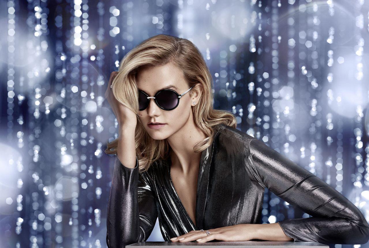 超模Karlie Kloss演繹施華洛世奇最新秋冬太陽眼鏡,展現女性霸氣與嫵媚。...