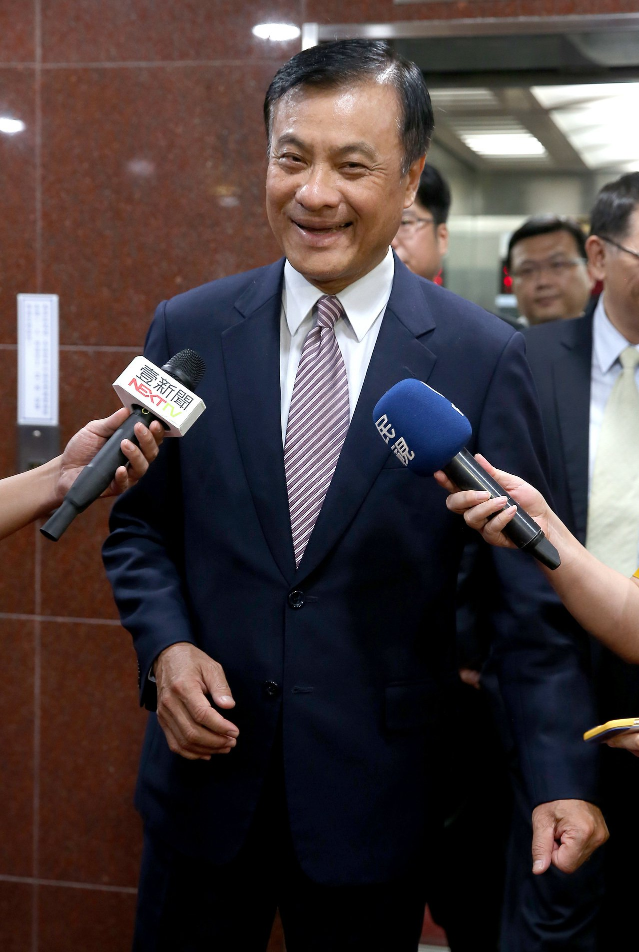 擔任國慶大會籌備委員會主委的立法院長蘇嘉全下午出席活動時接受媒體訪問,表示會依過...