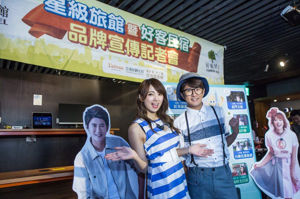 阿喜(圖左)與顏永烈擔任觀光局星級好客代言人。圖/交通部觀光局提供