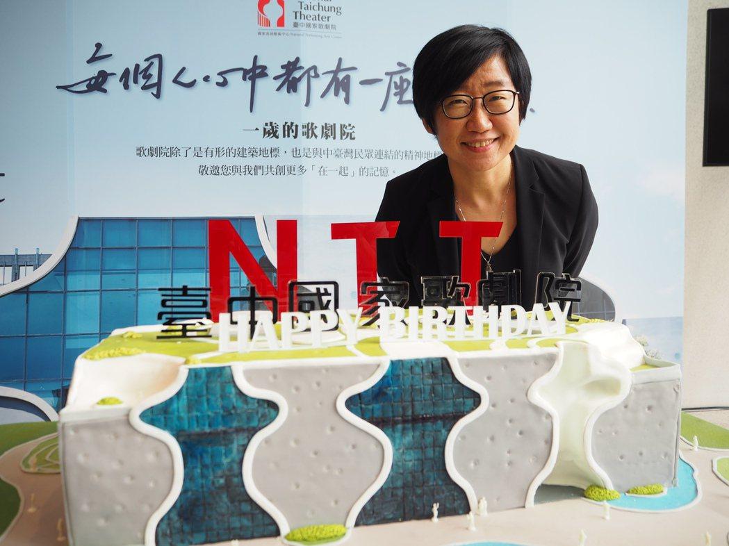 台中國家歌劇院9月底周年慶,藝術總監王文儀公佈一年來的成果,進館人次突破200萬...