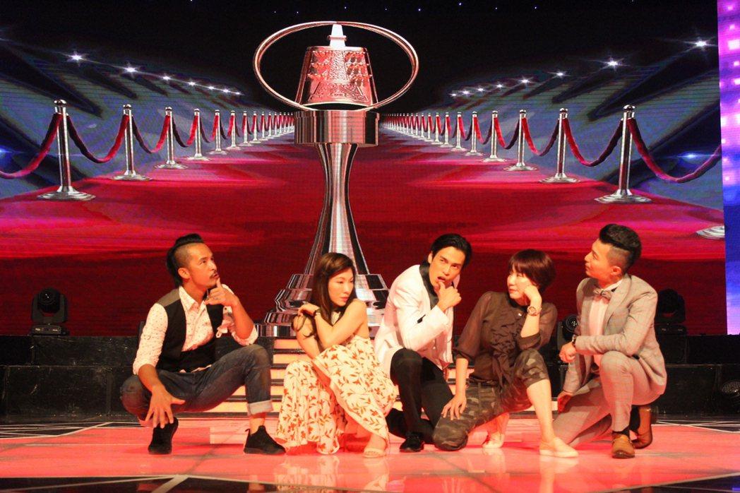 Gino(左三)排練了一段舞向金鐘致敬。圖/民視提供