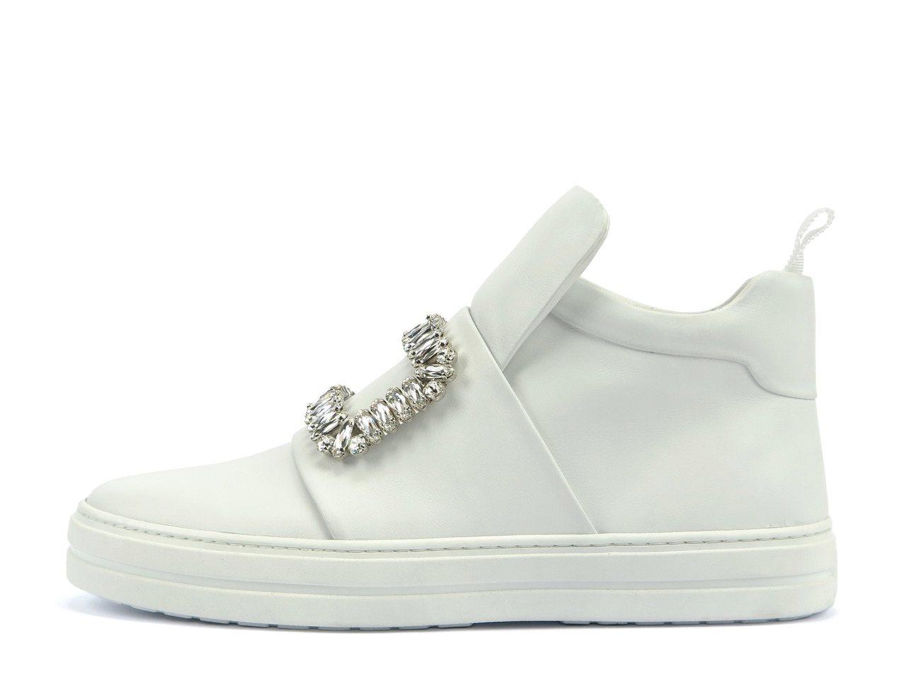 SNEAKY VIV水鑽釦飾中筒球鞋(白),59,900元。圖/Roger Vi...