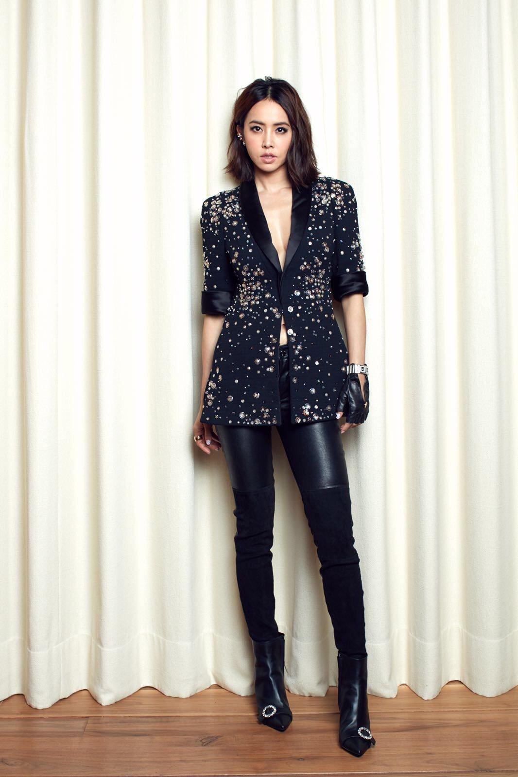 蔡依林穿Jimmy Choo水晶釦飾靴參加時尚派對。圖/Jimmy Choo提供