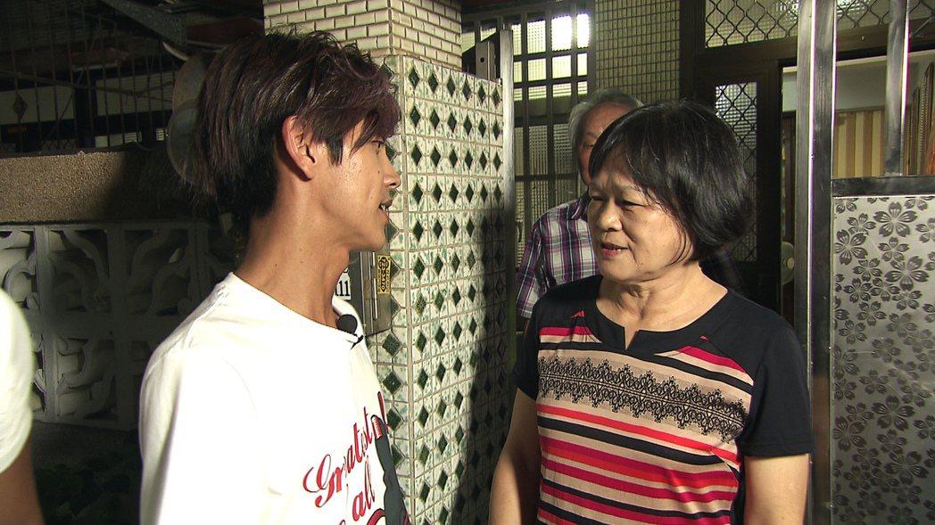 浩子不在,阿翔跑到浩子家幫忙孝親過中秋。圖/TVBS提供