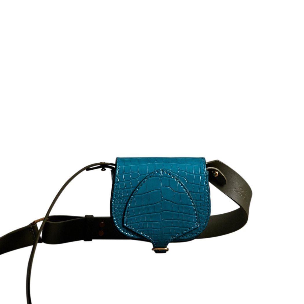 短吻鱷皮革口袋式The Satchel包,售價26萬元。圖/BURBERRY提供