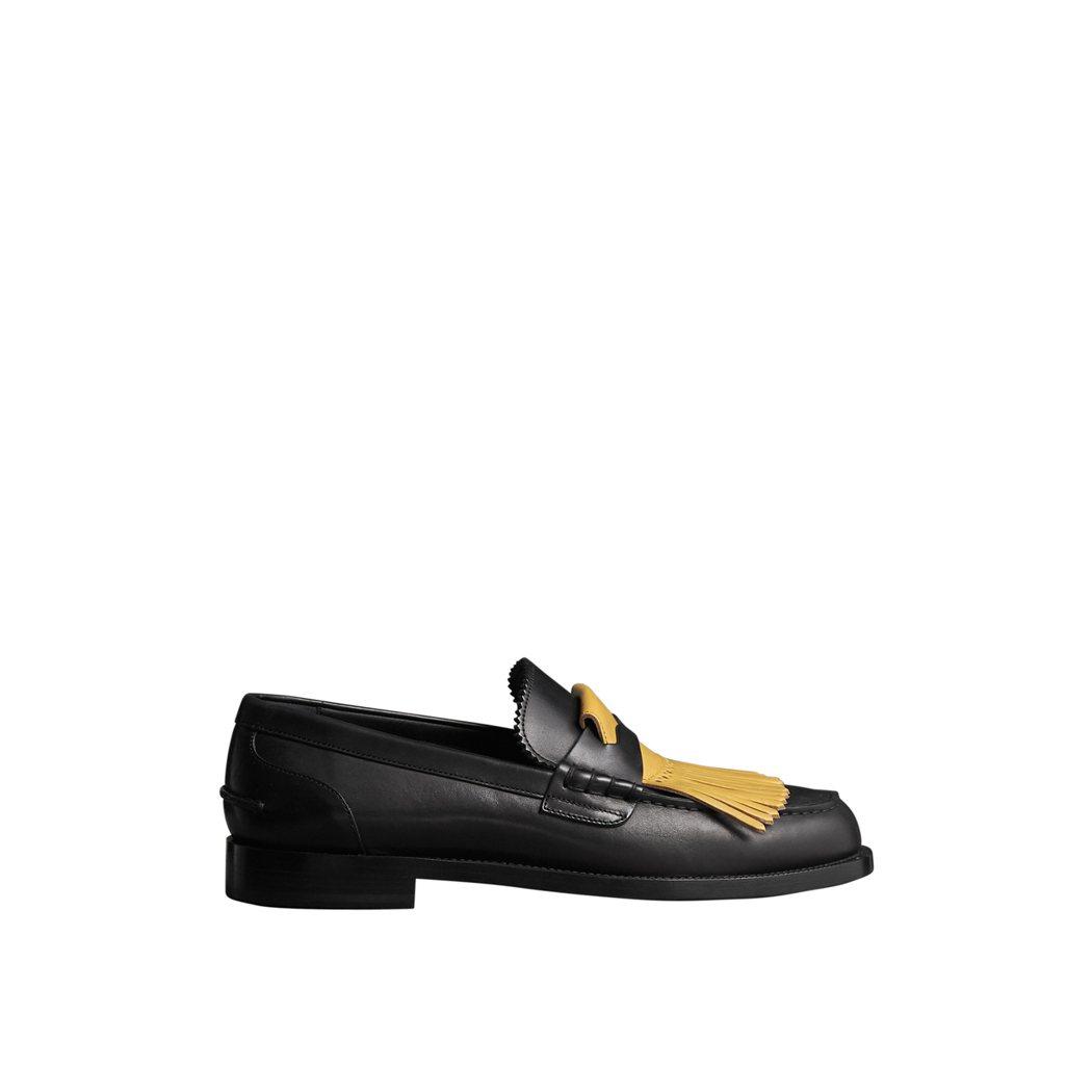 對比色蘇格蘭裙流蘇皮革樂福鞋,售價28,000元。圖/BURBERRY提供